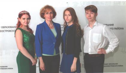 Медалисты 2016-2017 учебного года: Глеб Каландин, Юлия Смирнова, Виктория Воробьева