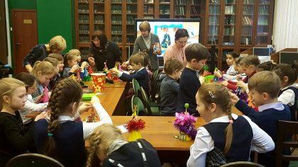 Обучающиеся школы №15 изготавливают новогодние сувениры