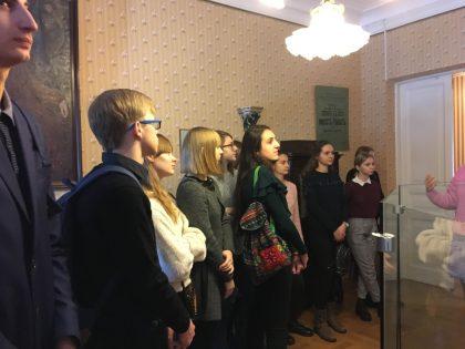 Учащиеся школы № 15 в музее поэта